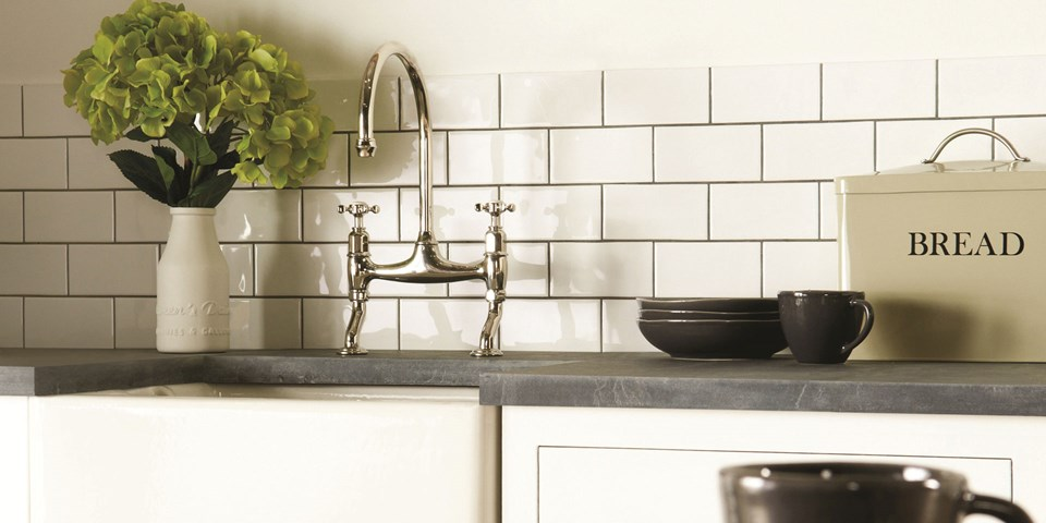 Traditional classic kitchen tile ideas for Traditional kitchen wall tiles