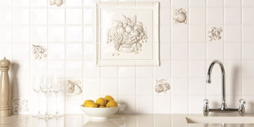Traditional kitchen tiles how to create a rustic country for Traditional kitchen wall tiles