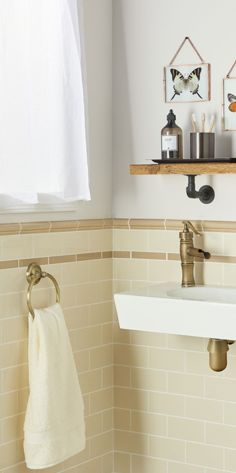 Traditional Classic Bathroom Tile Ideas - Beige-bathroom-tiles