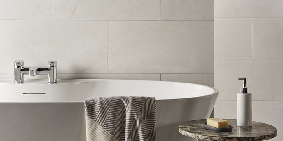 How to create a luxury bathroom on a budget using tiles