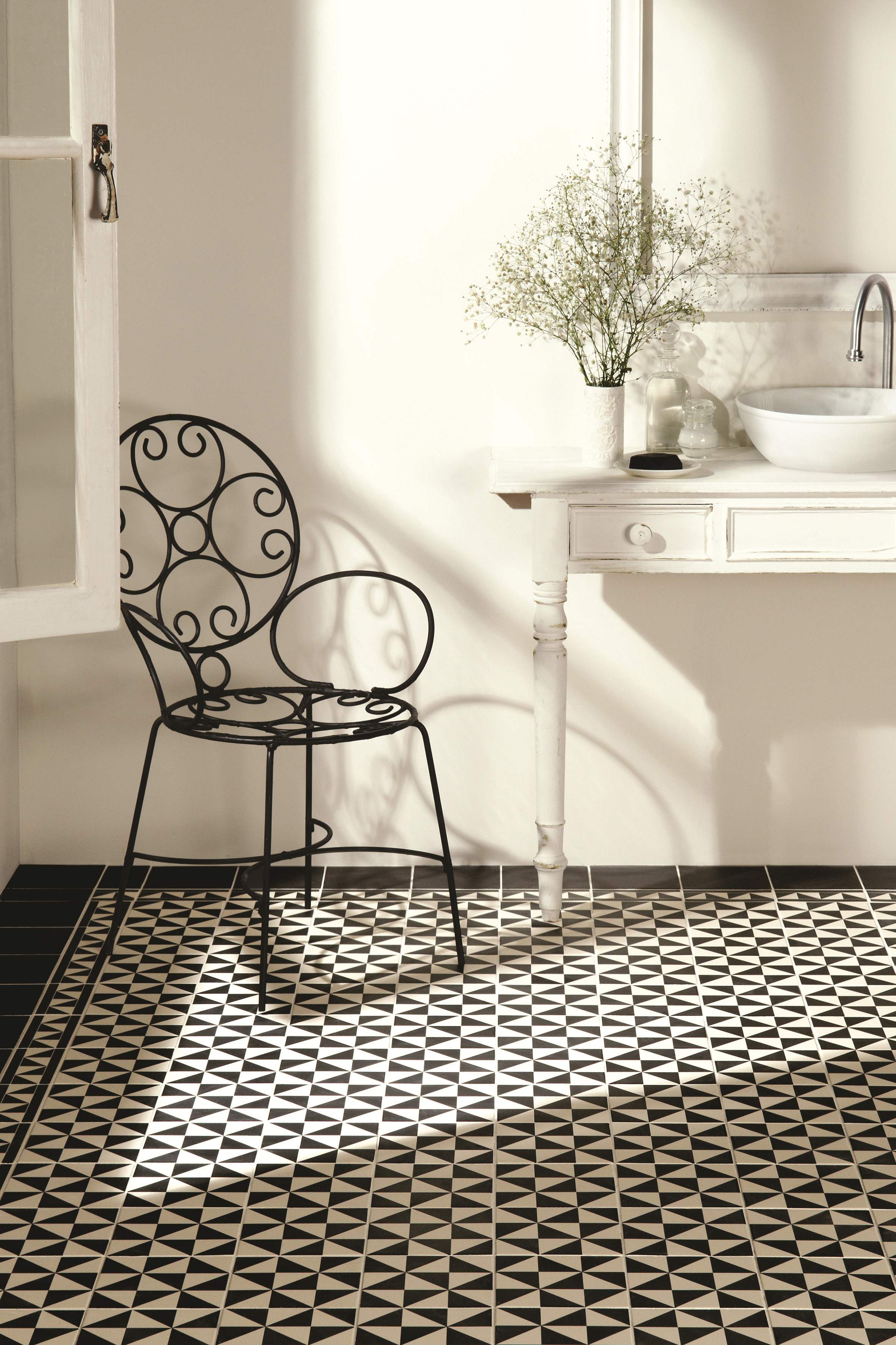 Monochrome black and white schemes that never date monochrome for contemporary interiors dailygadgetfo Images